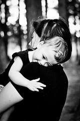 (Debora Marinho ;) Tags: family parque cidade brazil portrait baby laura cute love girl smile colo braslia brasil sarah canon mom fun toy lago ensaio 50mm kid hug df funny dad photoshoot heart retrato amor famlia da corao beb nenm ps garota sorriso abrao criana menina nacional p caveira congresso sul norte coloridas fitas laurinha kubitschek t2i