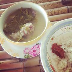 ฉั น เ ห ง า . . ฉั น จึ ง เ ข้ า ค รั ว [ต้มซี่โครงหมูใบชะมวง ft.ข้าวสวยร้อนๆ + ปลาร้าสับ] #Cookrnan