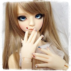 Nail art | Got these hands for just the hands but they happened to come with nail art. (TURBOW) Tags: square doll squareformat kelvin bjd superdollfie volks tae anais sd16 iphoneography instagramapp uploaded:by=instagram