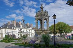 Chteaudun (Eure-et-Loir) (sybarite48) Tags: sculpture france fountain brunnen fuente skulptur sculptuur escultura fontana fontaine fonte  scultura  fontein heykel  rzeba fontanna  chteaudun  eme   eureetloir