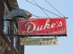 Duke's (altfelix11) Tags: wisconsin neonsign bowlingalley abbotsford vintagesign arrowsign vintageneonsign hotbeef dukesbowl