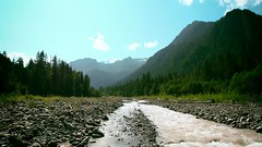 River Upstream (ellipticalvoxel) Tags: mountains ro river rocks riverbed rocas montaas