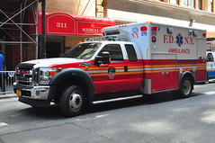 FDNY EMS Ambulance 370 (Triborough) Tags: nyc newyorkcity ny newyork ford manhattan ambulance firetruck midtown fireengine ems fdny f450 newyorkcounty fseries fdnyems newyorkcityfiredepartment wheeledcoach