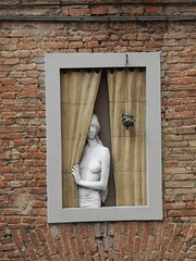 face at the window (sigi-sunshine) Tags: italien italy brick window girl women italia puppet fenster topless schaufensterpuppe puppe ziegel nakedgirl ziegelstein
