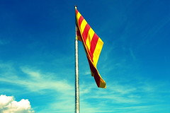 Catalunya (jessica.petraszko) Tags: barcelona red sky espaa yellow jaune rouge spain flag ciel fujifilm catalunya espagne barcelone drapeau catalogne xm1