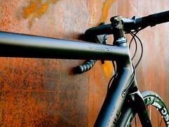 Konstructive_RHODOLITE_RED_Roadbike_Onyx_Black_toptube_right