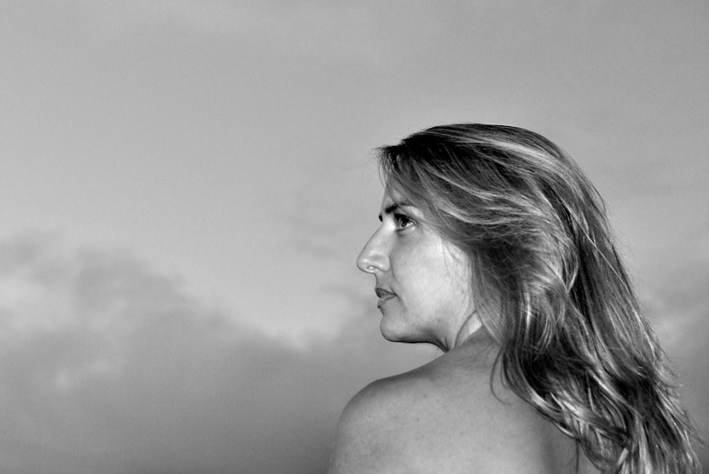 perfiles mujer madura rubia