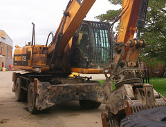 JCB At CAT (71B / 70F ( Ex Jibup )) Tags: plant building yellow digging paving grading making rolling loading loaded lifting construct earthmoving trenching shifting excavating constructing leveling