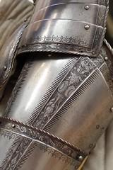 Detail of tasset and cuisse (THoog) Tags: nyc newyorkcity newyork armor armour themet metropolitanmuseumofart armatura armadura armure rüstung thoog