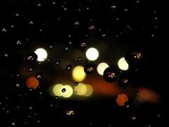 IMG_0323 Raindrops and Streetlamps (Traud) Tags: regen regentropfen tropfen drops laufen bayern deutschland nacht dunkel fenster raindrops night window einsonce kw21438