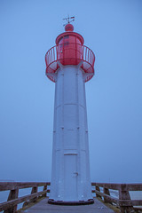 TROUILLE VILLE / red lighthouse (hellsegundo) Tags: lighthouse fog normandie phare brouillard pontoon ponton