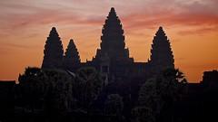 Angkor Wat, Cambodge (Arkinien) Tags: light sky lake tree water stone architecture facade sunrise religious temple dawn carved sandstone asia cambodia vishnu khmer tour buddhist ruin angkorwat temples backlit siemreap bloc hindu movieset tombraider bassin kingsuryavarmanii