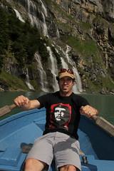 El Mese mit dem Ruderboot auf dem Oeschinensee ( Bergsee - See - Lac - Lake ) oberhalb von Kandersteg im Berner Oberland im Kanton Bern in der Schweiz (chrchr_75) Tags: chriguhurnibluemailch christoph hurni schweiz suisse switzerland svizzera suissa swiss kantonbern chrchr chrchr75 chrigu chriguhurni 1407 juli 2014 hurni140731 mese albumfamilie familie berner oberland berneroberland oeschinensee see lac lake lago albumoeschinensee alpensee bergsee albumbergseenimkantonbern s jrvi  bergseeli seeli kandersteg albumwasserflleimkantonbern albumwasserfllewaterfallsderschweiz wasserfall   vandfald waterfall cascade  cascada waterval wodospad vattenfall vodopd slap juli2014 albumelmese albumnamachri el