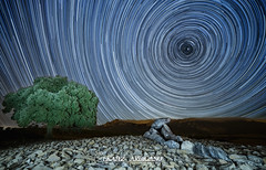 Akelarre (Ekaitz Arbigano) Tags: night stars lights noche spain witch country trails estrellas mystical polar basque euskadi dolmen polaris bruja chabola ekaitz circumpolar hechicera trazas elvillar arbigano ekarbig fdlqalavavision131agosto2014