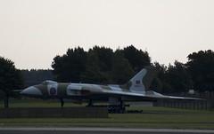 Avro Vulcan XM607 (mark_fr) Tags: sky force hawk air royal 8 lincolnshire lincoln lancaster b2 vulcan boeing meet finest raf avro squadron pave waddington sentry sqn lincs xh558 e3d aew1 pa474 xm607 avros zh104 kb726 cgvra 707320b gvlcn xx329 xx203 vera