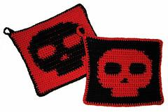 20060615 - skull holders (Snow Dragonwyck) Tags: red black skull crochet pot holder potholders crochetwaycom
