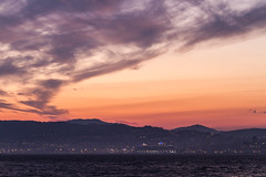 Oasis of de Seas entre la neblina. Amanece en Vigo. (dfvergara) Tags: sea sky espaa mountains sunrise puerto luces boat mar agua barco galicia amanecer cielo nubes royalcaribbean neblina cruiser ria vigo montaas crucero trasatlantico cangasdemorrazo oasisoftheseas