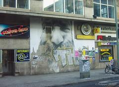 Mur, Berlin (Philippe LAURET, Paris) Tags: street building berlin wall architecture germany advertising deutschland sidewalk rue brand marques mur allemagne pays btiment trottoir paintedwall edifice murpeint publicits elmentdarchitecture equipementextrieur