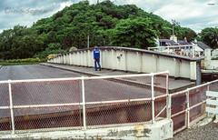 Ich geh dann mal...# Caledonian Canal # 197 # Nikon F501 Dia -_ (íṛíṡíṡôṗĕñ ◎◉◎) Tags: nikon f f501 af film analog diafilm colorslide umkehrfilm farbe irisisopen