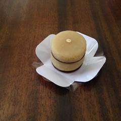 sanduiche de marzipan e chocolate @veravilleladoces (VERA VILLELA DOCES) Tags: docinhos marzipan festas veravilleladoces marzipancomchocolate