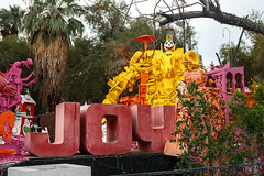 Robolight Sculptures, Palm Springs (Chicago_Tim) Tags: kenny irwin kennyirwin artist sculpture installation robolights palmsprings california foundobjects outsider colorful fun wtf strange robots multimedia