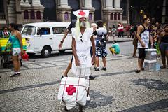 Cinelândia_26.02.17_AF Rodrigues_51 (AF Rodrigues) Tags: afrodrigues cinelândia concusodefantasia carnaval2017 carnavalderua carnaval centrodorio rio riodejaneiro brasil br rj festa enfermeira sus fantasia