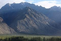 Skardu (ferran_latorre) Tags: pakistan people mountain snow nature landscape climb paradise personas climbing k2 himalaya alpinismo paraso himalaia alpinism karakorum skardu ferranlatorre
