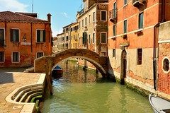 Venice : Ponte Ruga Vecchia / Rio San Zan Degola (Pantchoa) Tags: venice venezia venecia venise veneto italia italy rio riosanzandegola ponterugavecchia campiellodelpiovan nikon d7100 nikkor1685f3556gedvr 1685f3556gedvr pantchoa pantxoa