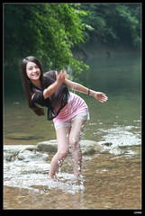 nEO_IMG_DP1U0284 (c0466art) Tags: school light portrait cute wet water girl beautiful smile female creek canon asia pretty play sweet outdoor quality gorgeous young feeling lovely charming pure hight 1dx c0466art