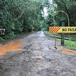 Gesperrte Straße bei den Wasserfällen in Argentininen thumbnail