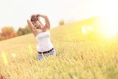 Light (yannick-meier-fotografie) Tags: light summer sun beauty lady dark cornfield