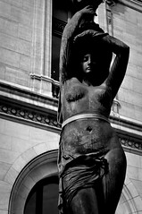 Lady from Paris (jorgefernandes14) Tags: bw white black paris france nikon picasa frana pb opra pretoebranco d90 nikond90