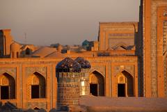 07-10-07 Uzbekistn Khiva (810) R01 (Nikobo3) Tags: travel urban architecture arquitectura nikon asia social viajes khiva nikond200 uzbekistn nikobo josgarcacobo nikondx182003556vr