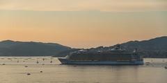 Oasis of the Seas, zarpando de Vigo (dfvergara) Tags: espaa atardecer mar agua barco galicia royalcaribbean ria vigo crucero riadevigo trasatlantico zarpar oasisoftheseas