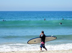 Surfers taking advantage of the beautiful waves in the Pacific in Santa Monica, California. (jeff_soffer) Tags: california santamonica pacificocean