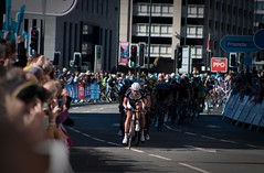 Tour of Britain Liverpool (tom_greaves) Tags: road shadow race liverpool canon giant cycling cyclist britain telephoto criterium tourofbritain peloton merseyside shimano canon400d