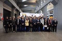 Foto de familia de los/as representantes de los diferentes municipios que han participado en el encuentro.