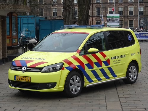 "2015 Volkswagen Touran ""Ambulance"""