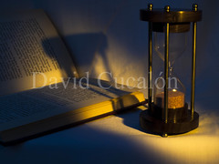 Light for reading (David Cucaln) Tags: blue stilllife david macro luz azul del 35mm vintage de book golden libro olympus arena paso reloj dorado hourglass bodegon fineartphotography tiempo ligths 2014 naturalezamuerta e510 cucalon pastoftime