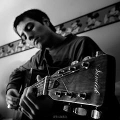 (sofagonzlez) Tags: uruguay guitarra montevideo msica samick