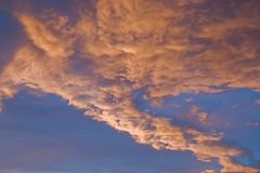 Solo es luz y norte VIII (Desde mi cocina) (pp diaz) Tags: espaa color luz atardecer asturias paisaje cielo nubes oviedo ocaso