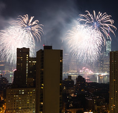 NYC Macy's Fireworks Show, July 4, 2014 (70 of 73) (Diacritical) Tags: nyc 35mm fireworks macys july4th 4thofjuly independenceday f68 summiluxm11435asph centerweightedaverage leicamtyp240 20115am july52014 60secatf68