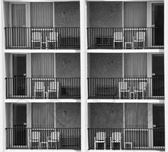 No todos. (Rei Nieves) Tags: summer white blancoynegro blanco canon rebel hotel puertorico negro balcon condado sillas patrones t2i
