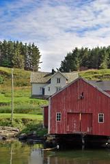 Smbruk & nst -|- Seahouse & house (erlingsi) Tags: red norway norwegen bud oc rd frna seahouse naust erlingsivertsen nst kystkultur maritimeimpression sjhsi