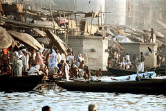 22-085 (ndpa / s. lundeen, archivist) Tags: people india color men film umbrella 35mm river boats 22 boat women indian nick steps parasol varanasi bathe watersedge bathing 1970s riverbank umbrellas kashi washing allrightsreserved ganga ganges ghats banaras parasols benares ghat dewolf riversedge uttarpradesh northernindia nickdewolf photographbynickdewolf reel22 thenickdewolffoundation imageuserequestsarewelcomeviaflickrmailornickdewolfphotoarchiveatgmaildotcom