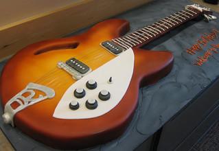 Rickenbacker guitar cake med