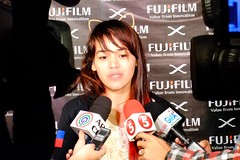 Hong Kong-based street photographer Xyza Cruz Bacani answering questions from the press. (unlawyer) Tags: photographer philippines fujifilm filipina pilipinas streetphotographer xe1 fujifilmxe1