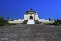 Chiang Kai Shek Memorial Hall #3, Taipei Taiwan (ak_phuong (Tran Minh Phuong)) Tags: pictures from trip blue sky beautiful last wonderful wonder for nice fantastic perfect king vietnamese photographer view angle image very sale postcard great picture taiwan taken first visit icon images front best full pot phuong hero beat winner excellent resolution prize about win talking must now cks sales today ever cheap minh tran founder hight fullview cnh n hnh nim tng gii ton thch akphuong chiangkaishekmemorialhalltaipeitaiwan2014
