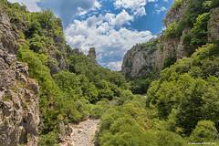 Zigoria Land und Drfer (NinjaAndi) Tags: canon greece griechenland makedonien mittelmeer monodendri kipi mediteraneansea steinbrcke epirus eos6d nationalparkvikosaoos kipoi vikosschlucht pindosgebirge zigoria kokkorisbrcke