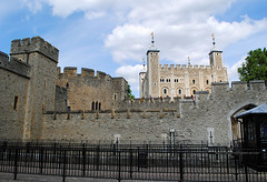 The Tower of London (Infinity & Beyond Photography: Kev Cook) Tags: london tower castle fort royal palace walls toweroflondon